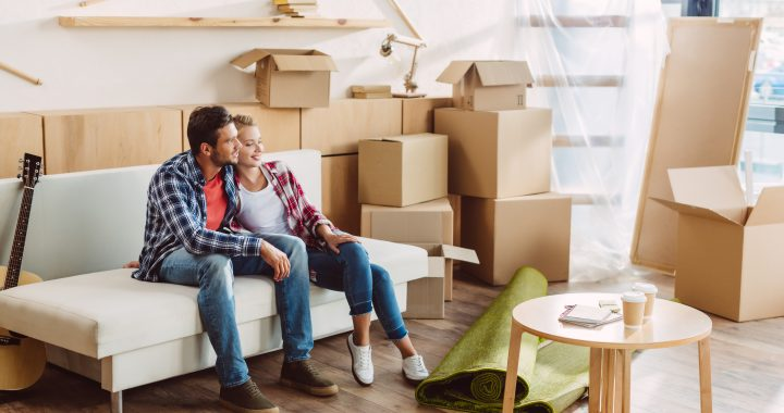 Para podczas przeprowadzki mieszkania